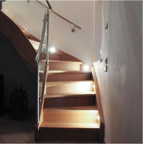 led_osvetleni_schodiste.jpg